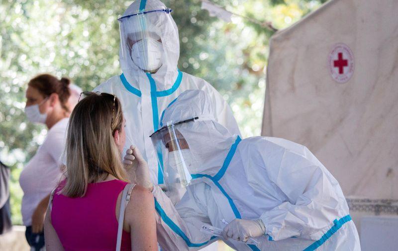 21.08.2020., Rijeka -  Veliki broj turista testira se na koronavirus ispred zavoda za javno zdravstvo u Rijeci.  Nel Pavletic/PIXSELL