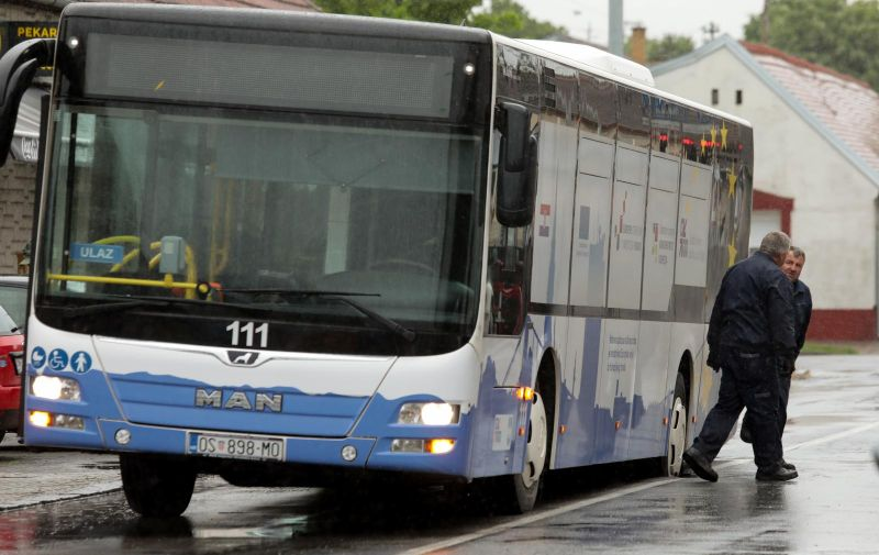 20.05.2021., Osijek - Jutros je pod tezinom autobusa GPP-a popustio asfalt u Ulici kralja Petra Svacica. Photo: Dubravka Petric/PIXSELL