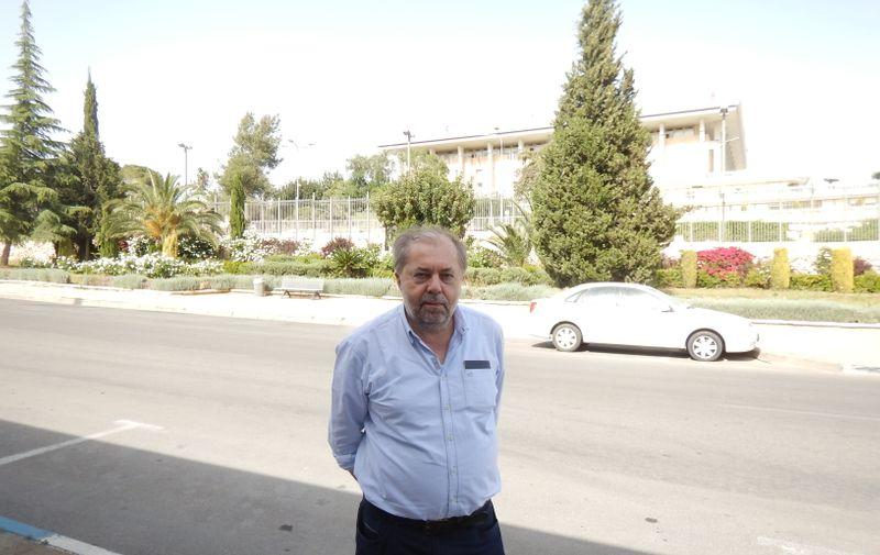 Drago Hedl pred Knesetom u Tel Avivu