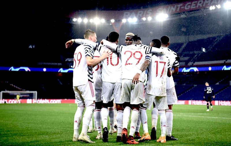 Manchester players celebrate their second goal  during the UEFA Champions League Group H first-leg football match between Paris Saint-Germain (PSG) and Manchester United at the Parc des Princes stadium in Paris on October 20, 2020. (Photo by FRANCK FIFE / AFP)