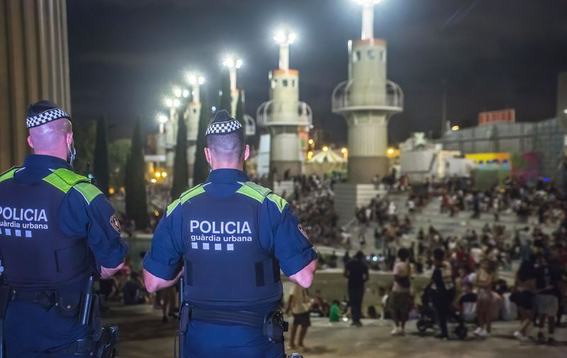 """Police looks at the crowd of people in the park before the eviction. The """"Festa Major de Sants"""" traditional festival of the Sants neighborhood in Barcelona, a huge crowd of people drinking gathered in the neighborhood's main park, Parque de la España Industrial (Park of Industrial Spain), after which the police evicted the crowd from the park.  - Thiago Prudencio / SOPA Images//SOPAIMAGES_8.1307/2108281411/Credit:SOPA Images/SIPA/2108281415,Image: 629189455, License: Rights-managed, Restrictions: , Model Release: no, Credit line: Profimedia"""