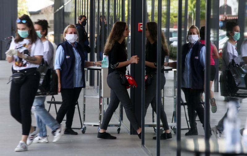 27.04.2020., Zagreb - otvoreni ducani Nakon dulje pauze uzrokovane epidemijom koronavirusa otvorene su trgovine u Arena Parku. Photo: Marin Tironi/PIXSELL.