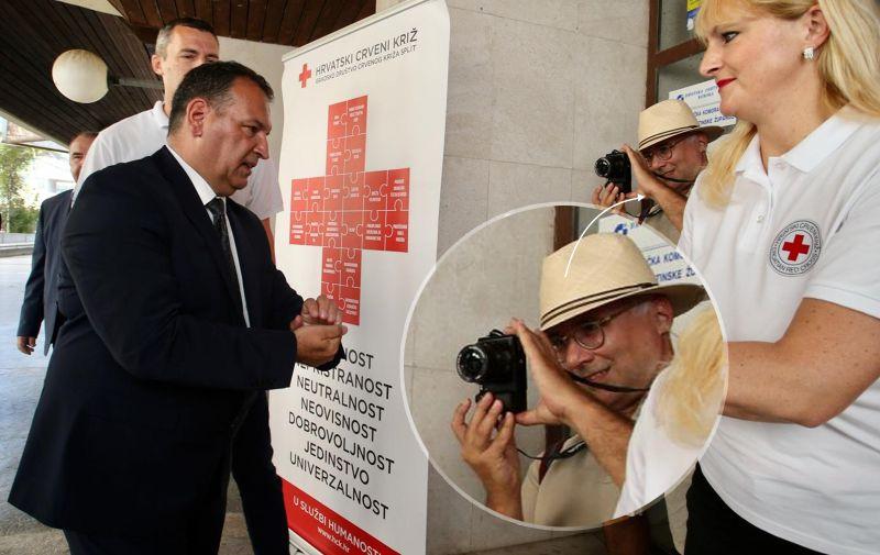 Vlasnik Cuspisa euforično fotografira ministra poput obožavatelja