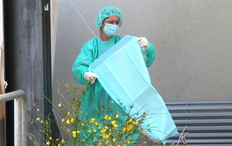 08.04.2020.,Sibenik - Medicinsko osoblje Opce bolnice Sibenik u vrijeme koronavirusa. Photo: Dusko Jaramaz/PIXSELL