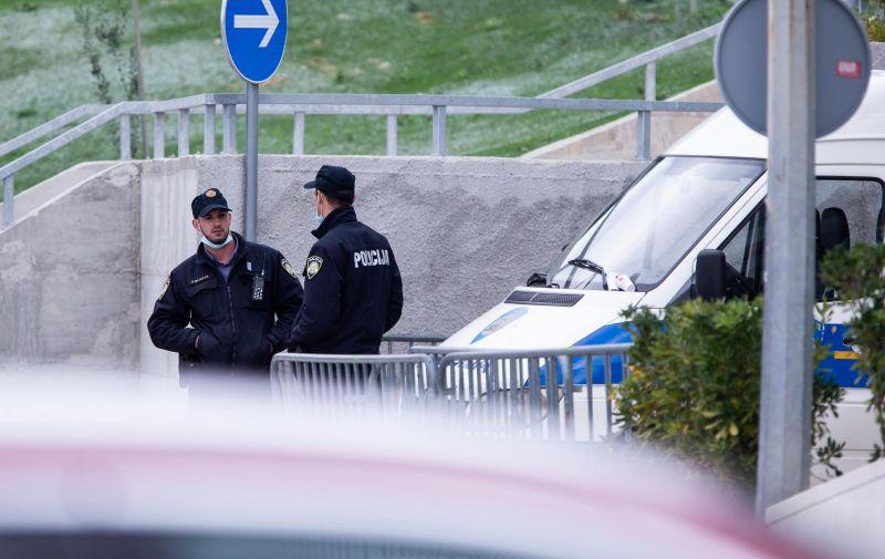 16.11.2020., Split - Atmosfera oko hotela Amphora u kojem pod jakom policijskom zastitom odsjeda nogometna reprezentacija Portugala. Photo: Milan Sabic/PIXSELL