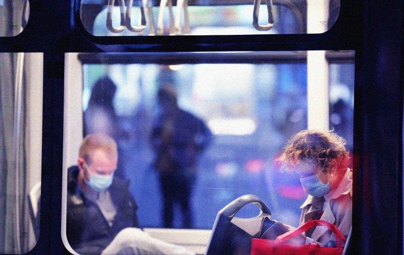 04.11.2020., Zagreb - Kako raste broj zarazenih koronavirusom tako sve veci broj gradjana nosi maske i na otvorenom a raste i broj grafita o maskama koje su nam postale svakodnevnica. Photo: Emica Elvedji/PIXSELL