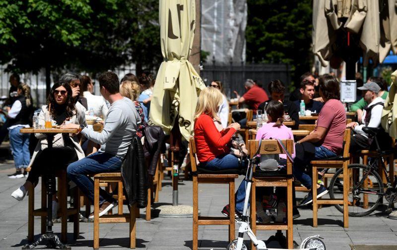 09.05.2021., Zagreb - Gradska svakodnevica. Gradjani iskoristili lijepo vrijeme i prosetali gradom te popunili terase kafica. Photo: Marko Lukunic/PIXSELL