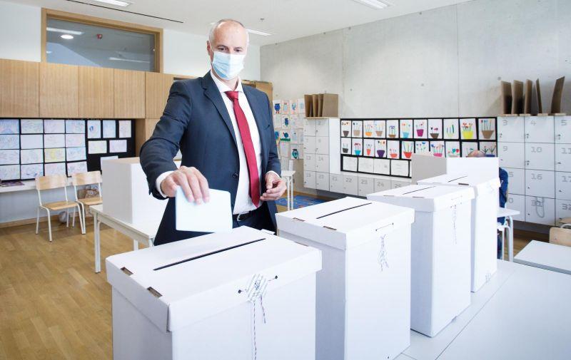 16.05.2021., Split - Kandidat za gradonacelnika Splita Ivica Puljak glasovao je na lokalnim izborima u prostorijama OS Znjan Pazdigrad. Photo: Milan Sabic/PIXSELL