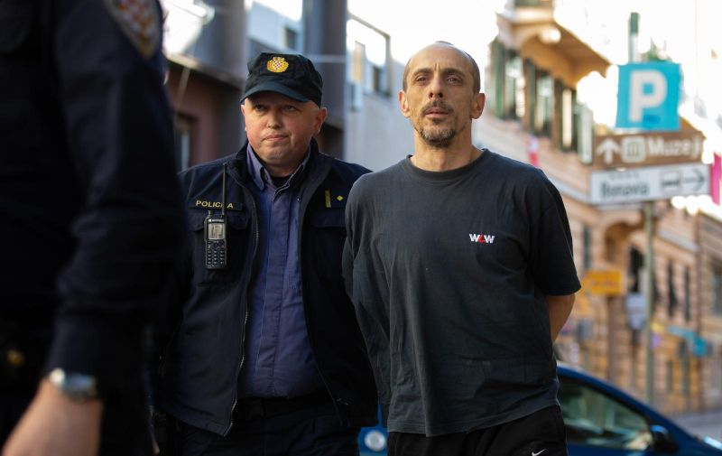 15.2.2020., Rijeka - Privodenje Branka Rafajca osumnjicenog za ubojstvo maloljetne osobe s Malog Losinja. Photo: Nel Pavletic/PIXSELL