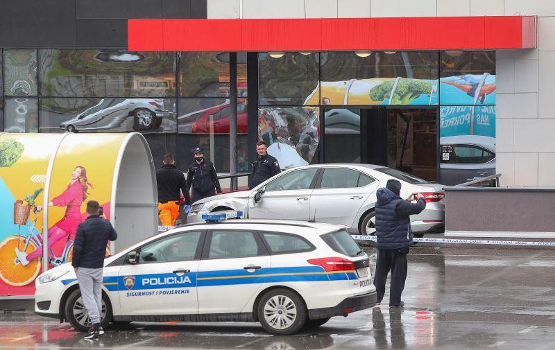14.04.2021., Zagreb - Nepoznati pocinitelj nakon sto je napao zaposlenike Meridijan 16 centra s automobilom se zabio u ulazna vrata centra. Policijski ocevid je u tijeku.  Photo: Luka Stanzl/PIXSELL
