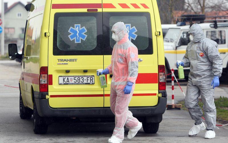 24.03.2020., Karlovac - Dezinfekcija vozila Hitne medicinske pomoci provodi se zbog epidemije koronavirusa. Photo: Kristina Stedul Fabac/PIXSELL