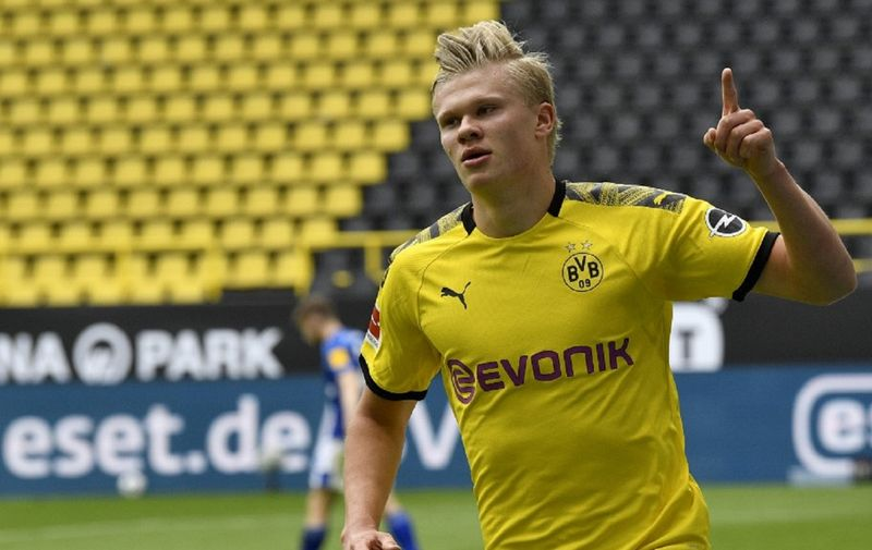 Dortmund's Norwegian forward Erling Braut Haaland celebrates after scoring the opening goal during the German first division Bundesliga football match BVB Borussia Dortmund v Schalke 04 on May 16, 2020 in Dortmund, western Germany as the season resumed following a two-month absence due to the novel coronavirus COVID-19 pandemic. (Photo by Martin Meissner / POOL / AFP) / DFL REGULATIONS PROHIBIT ANY USE OF PHOTOGRAPHS AS IMAGE SEQUENCES AND/OR QUASI-VIDEO