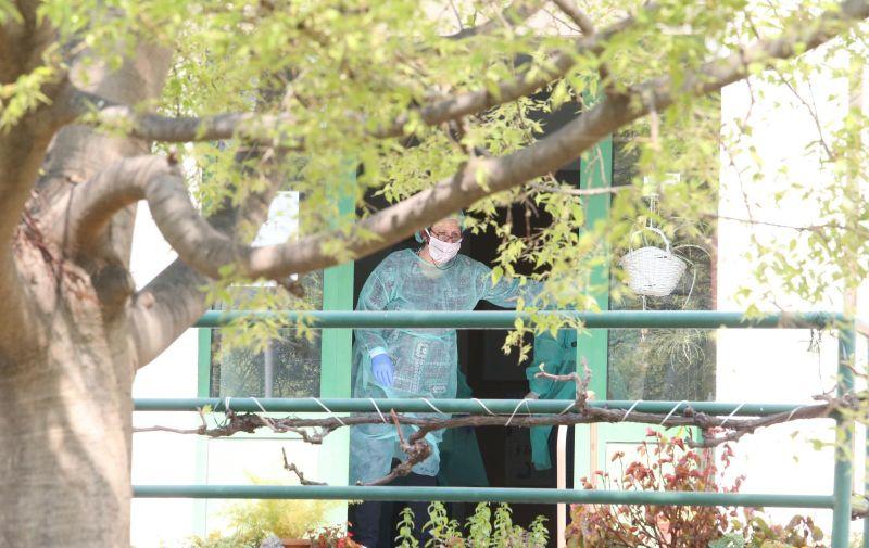 09.04.2020.,Split - U dom za starije i nemocne na Vukovarskoj ulici jutros je u pratnji stigao ravnatelj KBC Split Julije Mestrovic.  Photo:Ivo Cagalj/PIXSELL