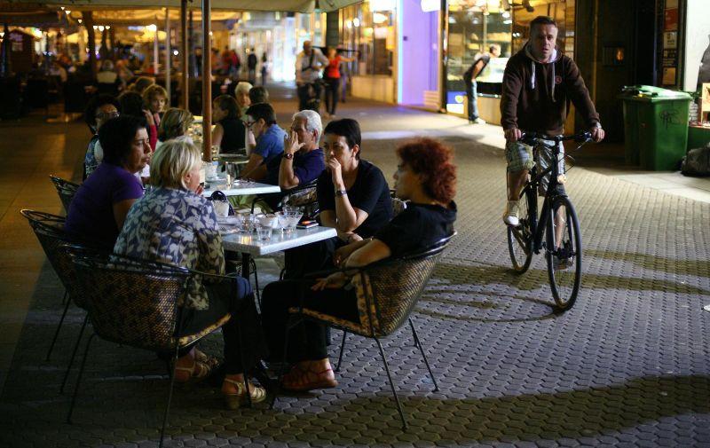 08.09.2011., Zagreb - Unatoc krizi i sve tanjem kucnom budzetu, terase popularnih zagrebackih kafica uvecer su prepune. Charlie.  Photo: Tomislav Miletic/PIXSELL