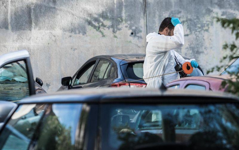 02.07.2021., Split - Pod vozilo u Lucicevoj ulici u Splitu postavljena je eksplozivna naprava koja je ostetila sest vozila, a jedna osoba je zatrazila lijecnicku pomoc. Jutros je na mjestu eksplozije zapoceo ocevid. Photo: Milan Sabic/PIXSELL