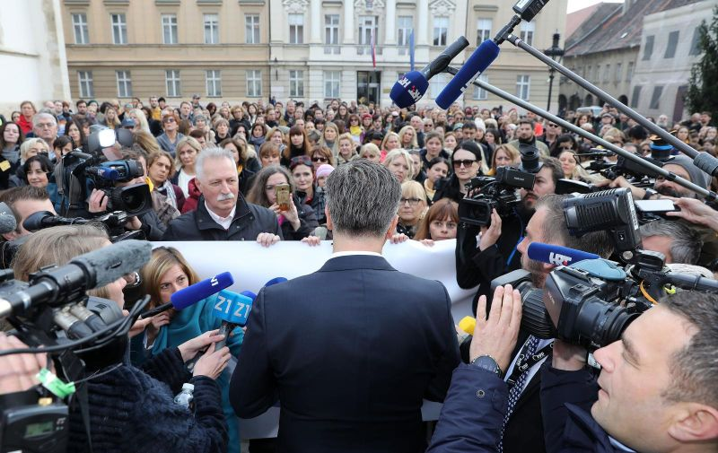 21.11.2019., Zagreb -Premijer Plenkovic obratio se izmedju dva protokola prosvjednicima na Trgu svetog Marka.  Photo: Patrik Macek/PIXSELL