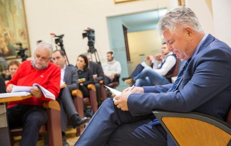 29.12.2015., Dubrovnik - Na sjednici Gradskog vijeca odlucuje se o proracunu grada koji bi, ako se ne izglasa, mogao odvesti Dubrovcane na nove izbore. Andro Vlahusic, gradonacelnik.  Photo: Grgo Jelavic/PIXSELL