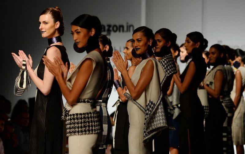 Models present creations by Indian fashion designer Debarun during the Amazon India Fashion Week Spring Summer 2016 in New Delhi on October 11, 2015. AFP PHOTO / SAJJAD HUSSAIN / AFP / SAJJAD HUSSAIN