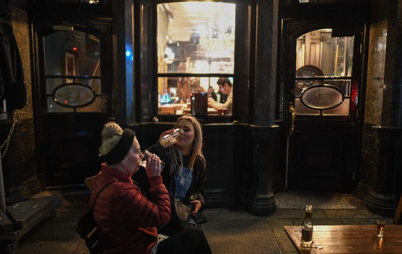 LONDON, ENGLAND - MARCH 20: Two women are seen drinking inside the Red Lion pub on March 20, 2020 in London, United Kingdom. British Prime Minister Boris Johnson announced that the country's bars, pubs, restaurants and cafes must close tonight to curb the spread of COVID-19, which has killed more than 100 people in the UK. (Photo by Peter Summers/Getty Images)