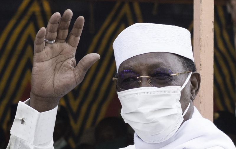 Chadian President Idriss Deby Itno greets a crowd of journalists and supporters as he arrives to casts his ballot at a polling station in N'djamena, on April 11, 2021. (Photo by MARCO LONGARI / AFP)