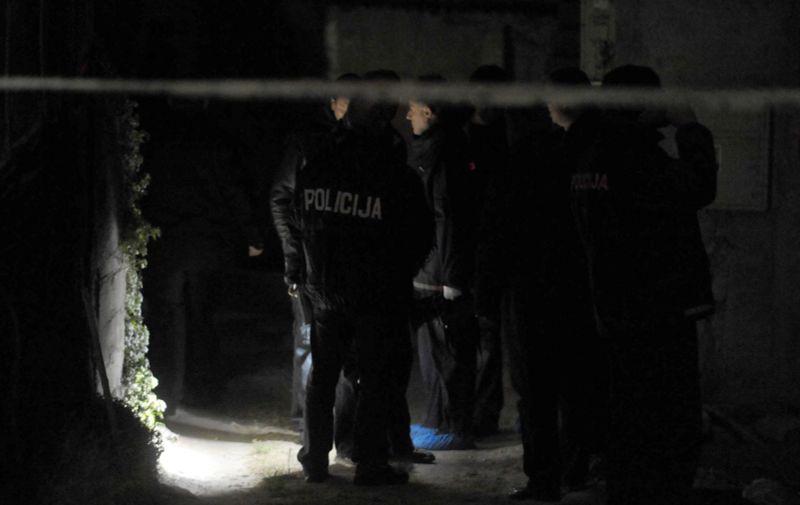 26.01.2011., Solin - 54-godisnji muskarac nozem je usmrtio 36-godisnjaka. Sve se dogodilo u 17 sati i 40 minuta na Putu magistrale, kod kucnog broja 21. Policija je odmah nakon dogadjaja uhitila i privela pocinitelja. Ocevid je u tijeku. Photo: Nino Strmotic/PIXSELL