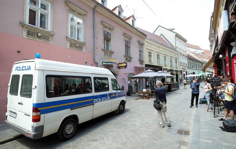 30.06.2021., Zagreb - Policija pretrazuje stan u Radicevoj ulici koji se povezuje s uhicenjem direktora HRT-a, Kazimira Bacica. Photo: Sanjin Strukic/PIXSELL