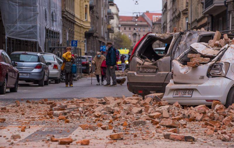22.03.2020.Zagreb - Stanovnike grada rano jutros probudio je potres nakon kojeg su gradjani izasli iz svojih zgrada i kuca. Steta je na automobilima i fasadama  Photo: Bruno Fantulin/PIXSELL
